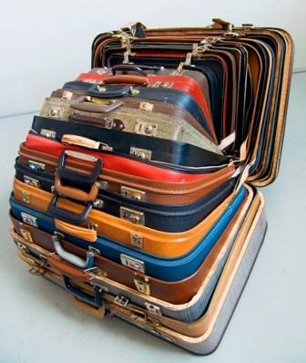Зачем нужна наклейка на чемодан?