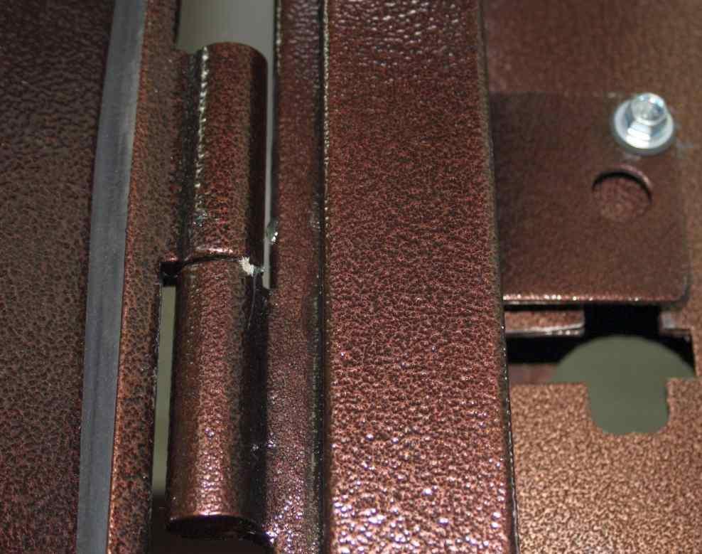 На что обратить внимание при выборе входной двери из металла?