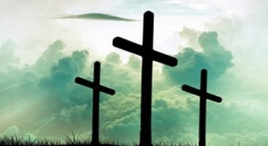 крест металлический на кладбище