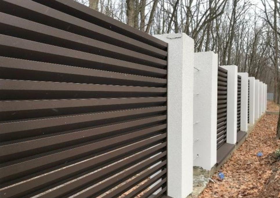 Как должен выглядеть современный металлический забор?