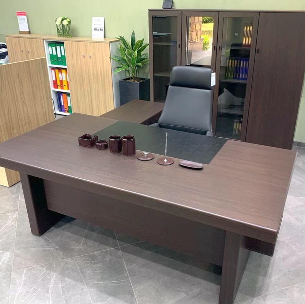 Где можно выбрать и заказать мебель в офис в СПб?